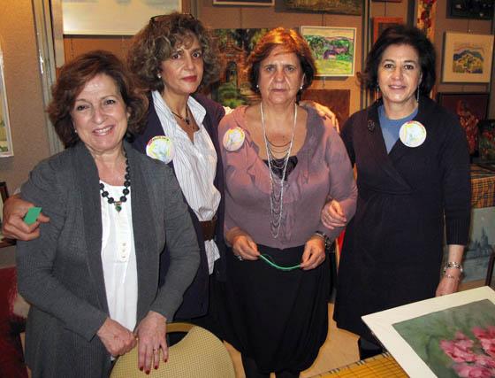 Mar Garitano, Pilar Arana, Silvia Sáez y Gabriela Scheffler, de 'El Rincón de los Pintores' que sortea más de cien obras.  Foto: Victoria Ramírez