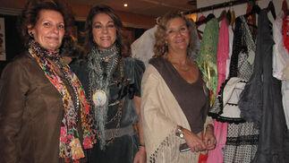 Chari García Giráldez, Lola Moya y Lucía Hernández-Franch, del puesto 'Popurrí'.  Foto: Victoria Ramírez