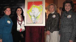 La pintora Concha Ybarra, autora del cartel de esta edición del Rastrillo; María Pepa de la Serna y María de Bonilla y Regla Piñar, presidenta y vicepresidentas, respectivamente, de Nuevo Futuro, que cumple 25 años.  Foto: Victoria Ramírez