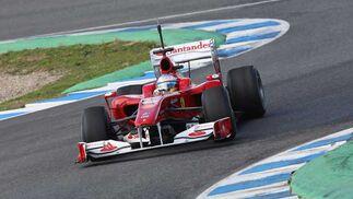 Ferrari de Fernando Alonso rodando en la pista  Foto: Juan Carlos Toro
