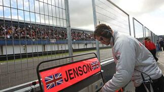 Miembro del equipo Mercedes  Foto: Juan Carlos Toro