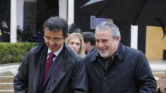 Pablo Carrasco, director general de RTVA, y Joaquín Durán, director de Canal Sur Radio.  Foto: Juan Carlos Vázquez