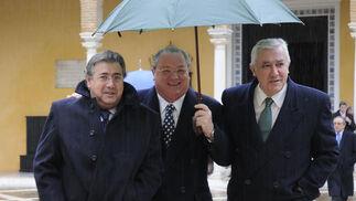 Juan Ignacio Zoido, portavoz del PP en Sevilla, y Javier Arenas, presidente del PP de Andalucía.  Foto: Juan Carlos Vázquez