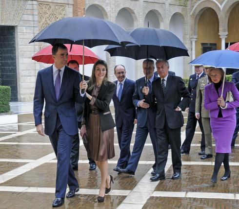 Los Príncipes de Asturias acompañados por autoridades.  Foto: Juan Carlos Vázquez