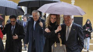 Santiago Herrero, presidente de la CEA (en el centro de la imagen), y Francisco Herrero, presidente de la Cámara de Comercio de Sevilla, a la derecha.  Foto: Juan Carlos Vázquez
