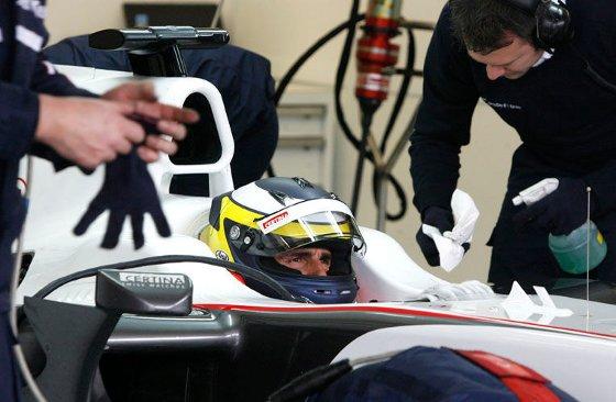 La última sesión de entrenamientos finaliza con el inglés Lewis Hamilton marcando el mejor tiempo del día a los mandos de su Mclaren.  Foto: Pascual