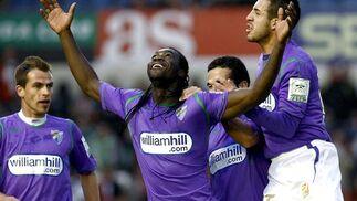 Caicedo celebra el segundo gol malaguista en Santander. / EFE