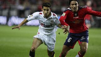 Un gol de Luis Fabiano da la victoria al Sevilla ante Osasuna. / Antonio Pizarro