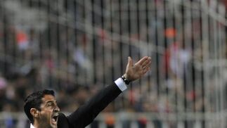 Jiménez da órdenes a su equipo. / AFP