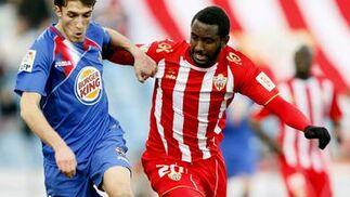 El Almería empata ante el Getafe gracias a un fallo clamoroso del portero rival en el último suspiro del encuentro. / EFE