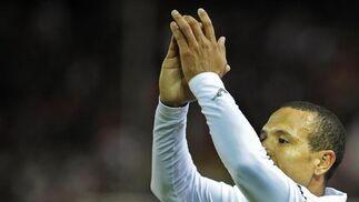 Un gol de Luis Fabiano da la victoria al Sevilla ante Osasuna. / AFP