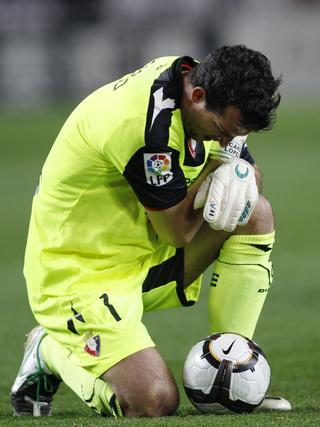 Un gol de Luis Fabiano da la victoria al Sevilla ante Osasuna. / Reuters