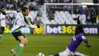 El Málaga logra los tres puntos holgadamente en el campo del ex equipo de su entrenador. / LOF