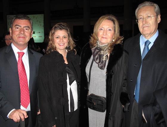 Marcos Martín, Marta Beteta, directora de Comunicación de Ayesa; Carmen Manzanares Japón y Carlos Martínez Manzanares, académico de Medicina.    Foto: Victoria Ramírez