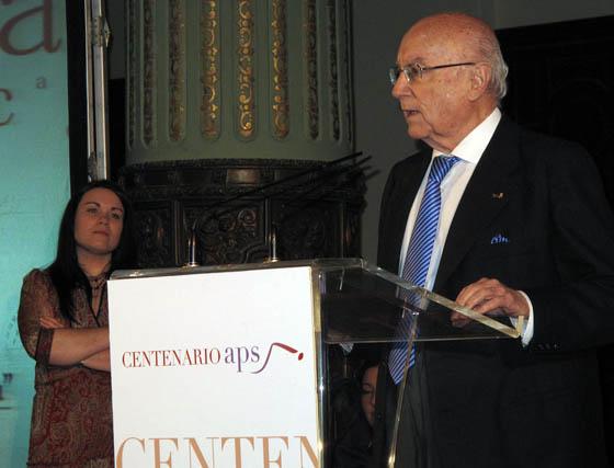 El presidente del Consejo Editorial del Grupo Joly, tras recibir su distinción como socio de honor de la APS.  Foto: Victoria Ramírez