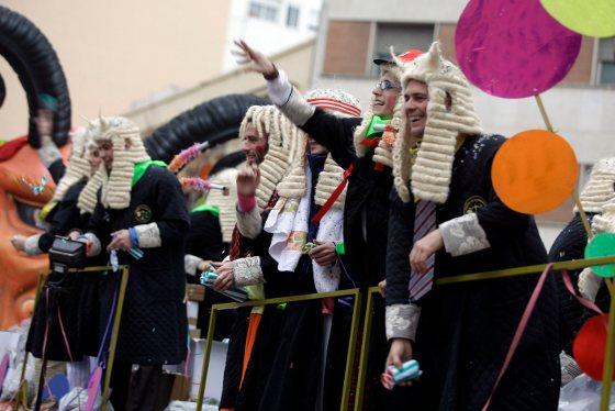La lluvia ha respetado el desarrollo de la Gran Cabalgata formado por un cortejo de 17 carrozas, cuatro bandas de música y diversos grupos de animación  Foto: Jesus Marin