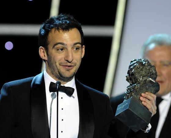 Alejandro Amenábar recibe el Goya al mejor guión original por 'Ágora'. / AFP Photo