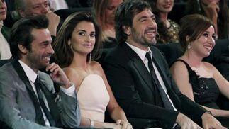 Las actrices Penélope Cruz y Lola Dueñas y los actores Jordi Moyá y Javier Bardem, durante la XXIV edición de los Premios Goya. / Efe