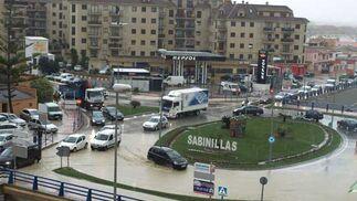 Circular por Sabinillas se convirtió en una tarea complicada.   Foto: Agencias