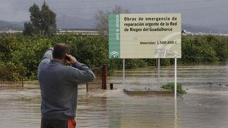 Inundaciones en el valle del Guadalhorce a la altura de la barriada de Doñana.  Foto: Migue Fernández, Sergio Camacho, Agencias