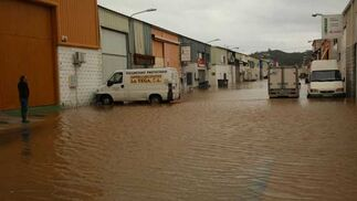 Inundaciones en el Polígono de la Vega, en Fuengirola.  Foto: Agencias