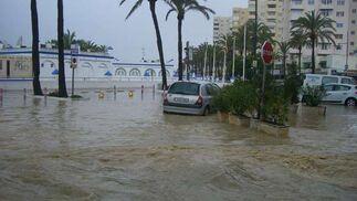 Las intensas lluvias de los últimos días conplicaron el tráfico en los municipios de la costa occidental de la provincia.  Foto: Agencias