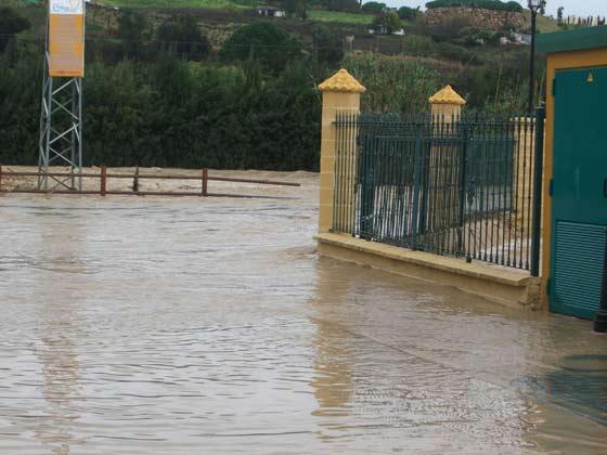 La localidad de Manilva recibió 84 litros por metro cuadrado.   Foto: Agencias