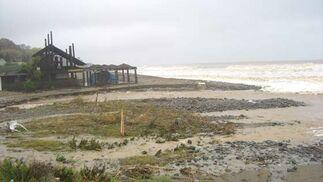 El temporal también afectó a las playas, como la de Estepona, en la imagen.   Foto: Agencias