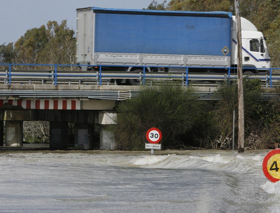 EL río Guadalete desbordado.   Foto: Pascual