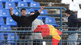Un aficionado acudió al Circuito con la bandera española para animar a Pedro Martínez de la Rosa, que fue quinto.   Foto: Juan Carlos Toro