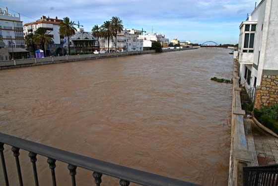 Puente sobre el río en el centro de Chiclana de la Frontera  Foto: Paco Periñan / Aguilar / Borja Benjumeda / Pascual/ JC Toro / Efe