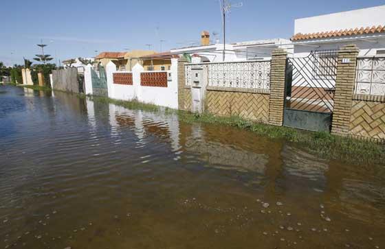 Inundaciones en la barriada de las Tres Piedras en Chipiona  Foto: Paco Periñan / Aguilar / Borja Benjumeda / Pascual/ JC Toro / Efe