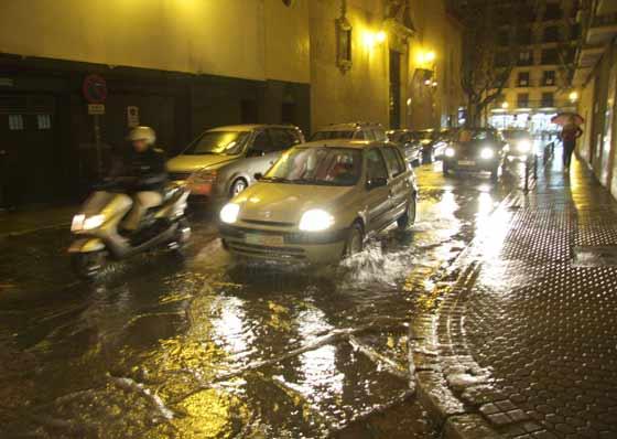 Numerosas calles quedaron anegadas.  Foto: Victoria Hidalgo