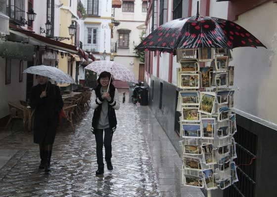 La lluvia complicó los paseos por la ciudad.  Foto: Victoria Hidalgo