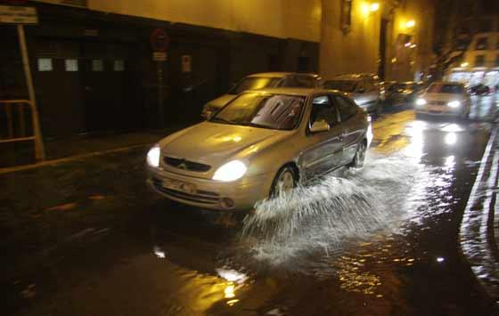 Las precipitaciones provocaron cientos de inundaciones en carreteras, garajes y sótanos.  Foto: Victoria Hidalgo