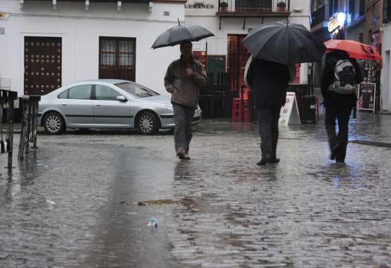 Las intensas precipitaciones obligaron a declarar la alerta amarilla en Sevilla.  Foto: Victoria Hidalgo