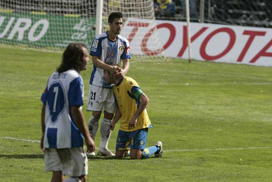 El conjunto amarillo empata frente al Hércules (2-2) en un encuentro en el que se puso por delante en dos ocasiones. El Cádiz hizo un partido muy serio en ataque pero volvió a mostrar sus carencias en defensa.  Foto: J. M.