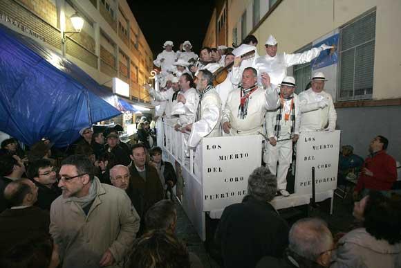 El viernes, a pesar de que los coros soportaron un gran aguacero, el carruel de la Viña pudo celebrarse  Foto: Jesus Marin