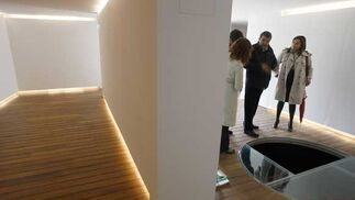 La delegada provincial de Vivienda, Silvia López(primera por la derecha) visitó las instalaciones del nuevo Centro de Interpretación  Foto: Jose Braza