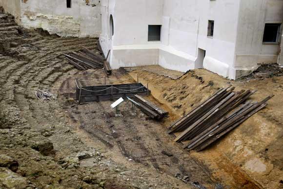 Las maderas del escenario ya se han retirado  Foto: Jose Braza