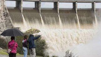 El Gergal tuvo que desembalsar agua porque se esperan nuevas lluvias en la provincia  Foto: Manuel Gómez
