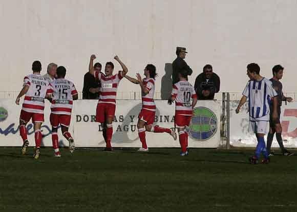 Los jugadores del Granada festejan uno de los tantos conseguidos  Foto: Pascu Méndez (LOF)