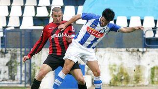 Valtierra  pudo hacer el segundo en una falta pero paró Dorronsoro.  Foto: Vanesa Lobo