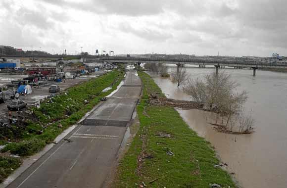 El río, a la altura del Charco de la Pava  Foto: Manuel Gómez