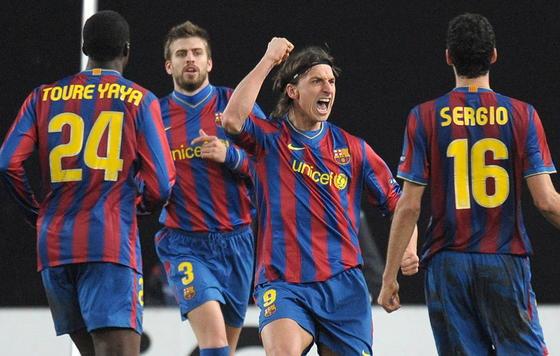 Ibrahimovic celebra el gol del empate azulgrana. / EFE