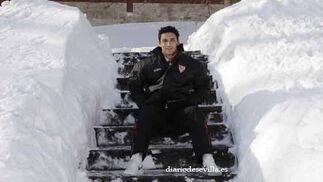 El palaciego Jesús Navas posa rodeado de nieve.   Foto: Antonio Pizarro