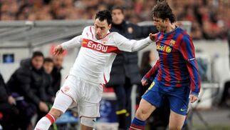 El Barcelona empata en casa del Stuttgart en octavos de final de la Liga de Campeones. / Reuters · EFE · AFP
