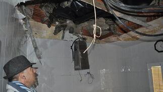 La humedad y los desprendimientos amenazan las casas  Foto: Ramón Ubric