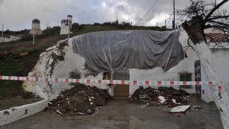Los servicios de emergencia han tenido que precintar algunas casas-cueva  Foto: Ramón Ubric