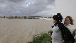 El agua amenaza las viviendas más cercanas al río.  Foto: Juan Carlos Vázquez
